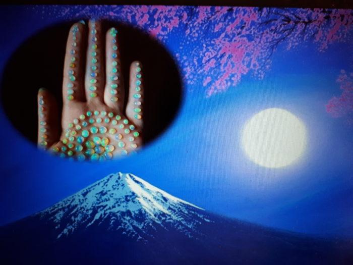main-cristaux-montagne-lune-2